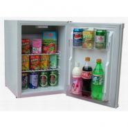 白色客房小冰箱